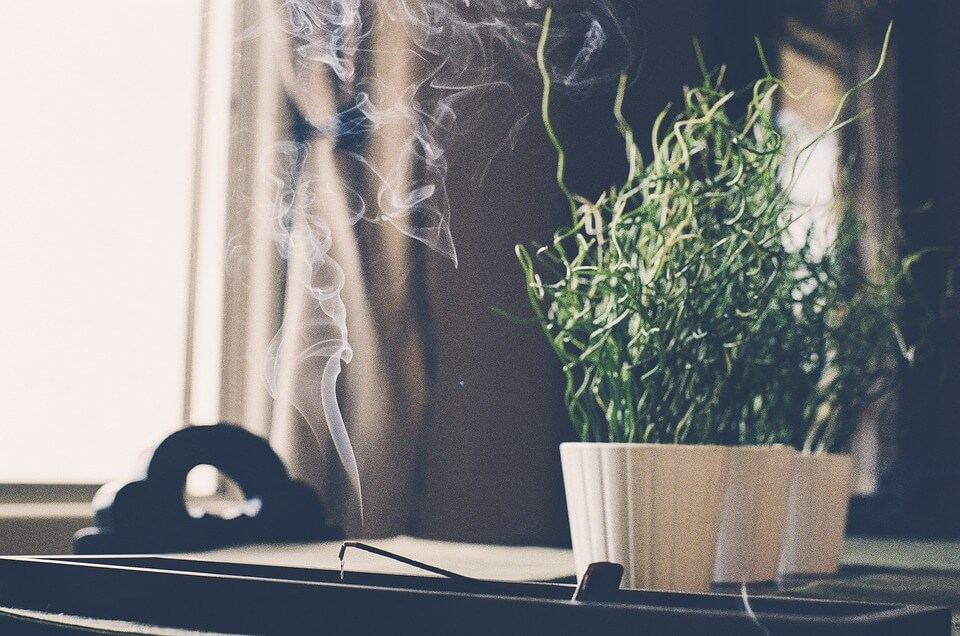 incense stick to detct air leaks
